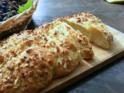 pane con lievito madre mandorle