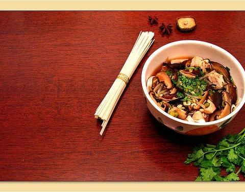 ricetta-udon-con-funghi-shitake-e-pollo