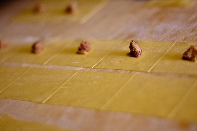 ricetta tradizionale dei tortellini in brodo fatti in casa