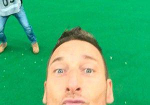 roma-lazio selfie totti