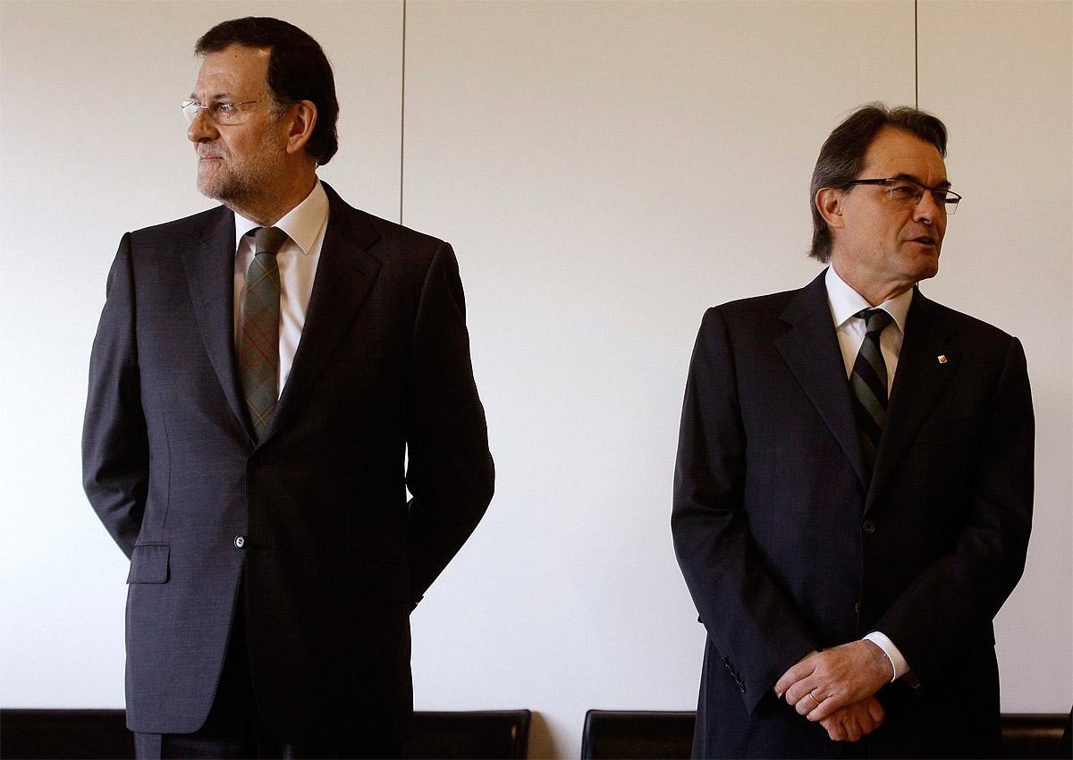 Il Presidente del governo spagnolo Mariano Rajoy e il presidente catalano Artur Mas.