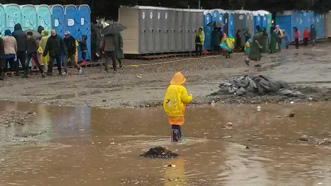 La testimonianza dal campo migranti di Idomeni di due giovani volontari italiani