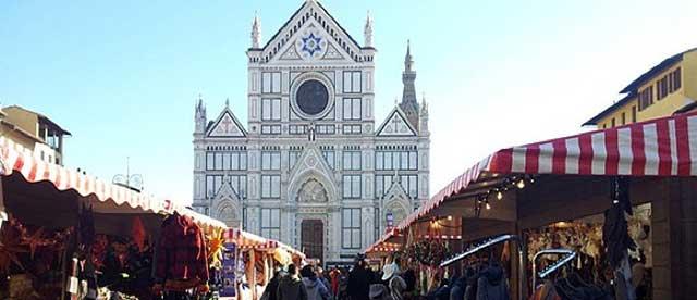 Dove andare dopo aver votato Firenze mercato Natale Piazza Santa Croce