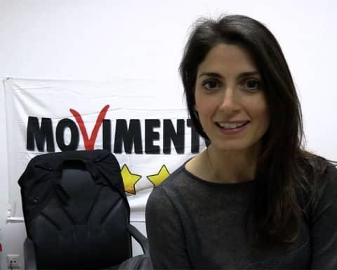 Immagine di Virginia Raggi con il logo del Movimento 5 Stelle