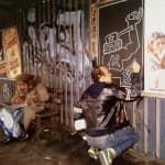 Keith Haring disegna su un pannello