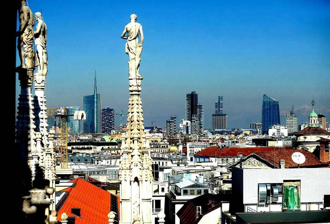 Vista di Milano dall'alto. Pagina copertina Facebook di Giuseppe Sala, sindaco di Milano da un anno
