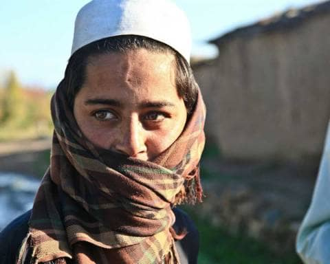 afgani che fuggono da afghanistan